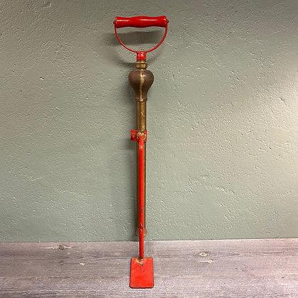 Gammel brannpumpe