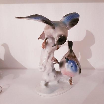 porselensfigur av fugler