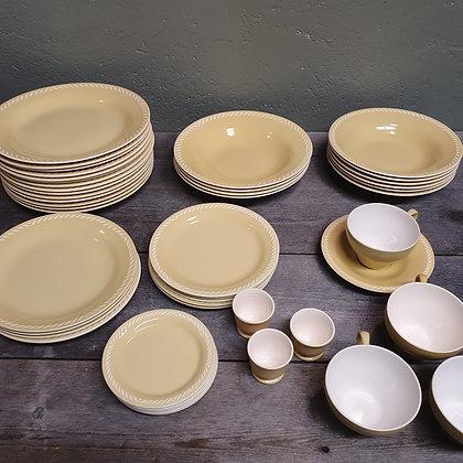 Figgjo Sissel gul asjetter skåler tallerkener eggeglass