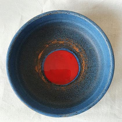 Tilgmanns fat rød blå keramikk