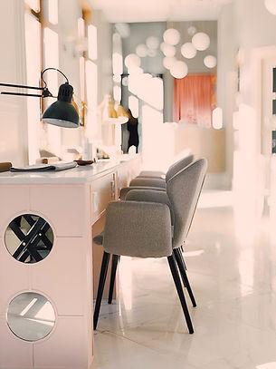 black-lamp-on-white-table-945225.jpg