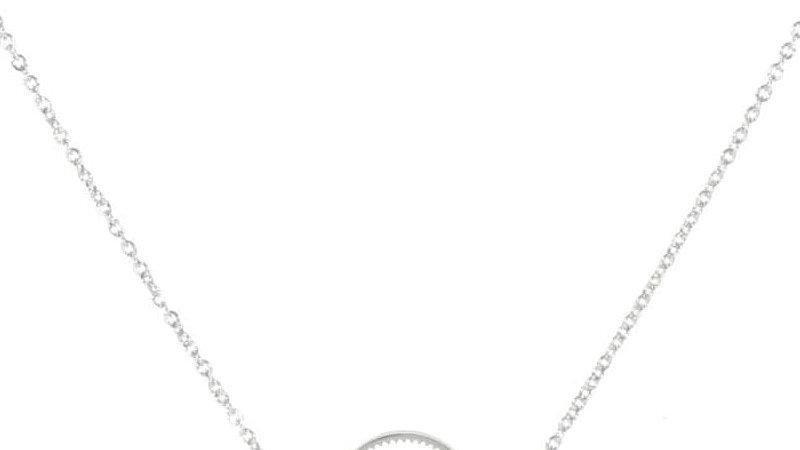 Collier avec pendentif demi-cercle ajouré en acier argenté
