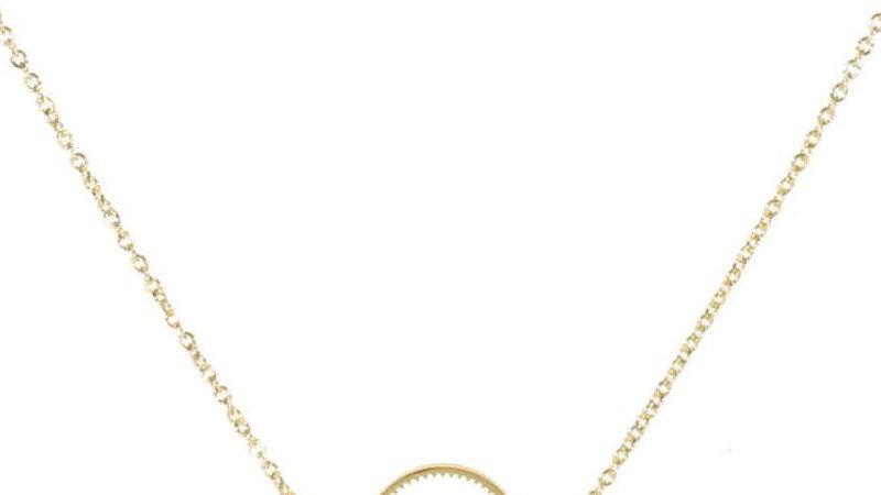 Collier avec pendentif demi-cercle ajouré en acier doré