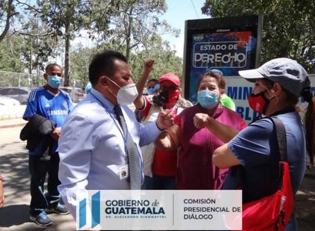 El comisionado Presidencial de Diálogo  acudió a las afueras del Ministerio de Salud