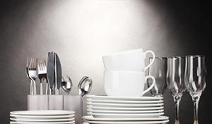 fotobehang-schone-borden-glazen-kopjes-en-bestek_edited.jpg