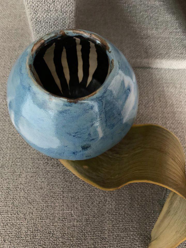 Black linning Vase