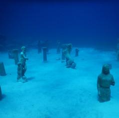 Statues at Green Bay