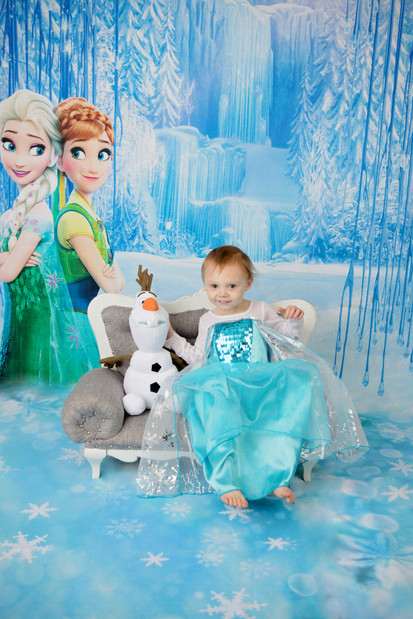 Little girl in Elsa dress with Olaf