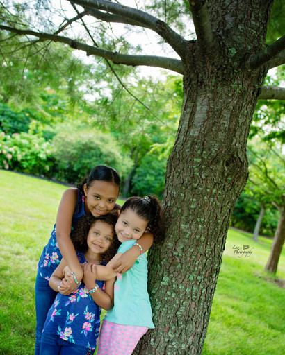 three siblings hug eachother