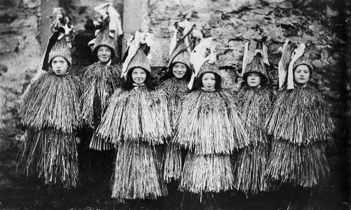 Shetland children in Skekler costume