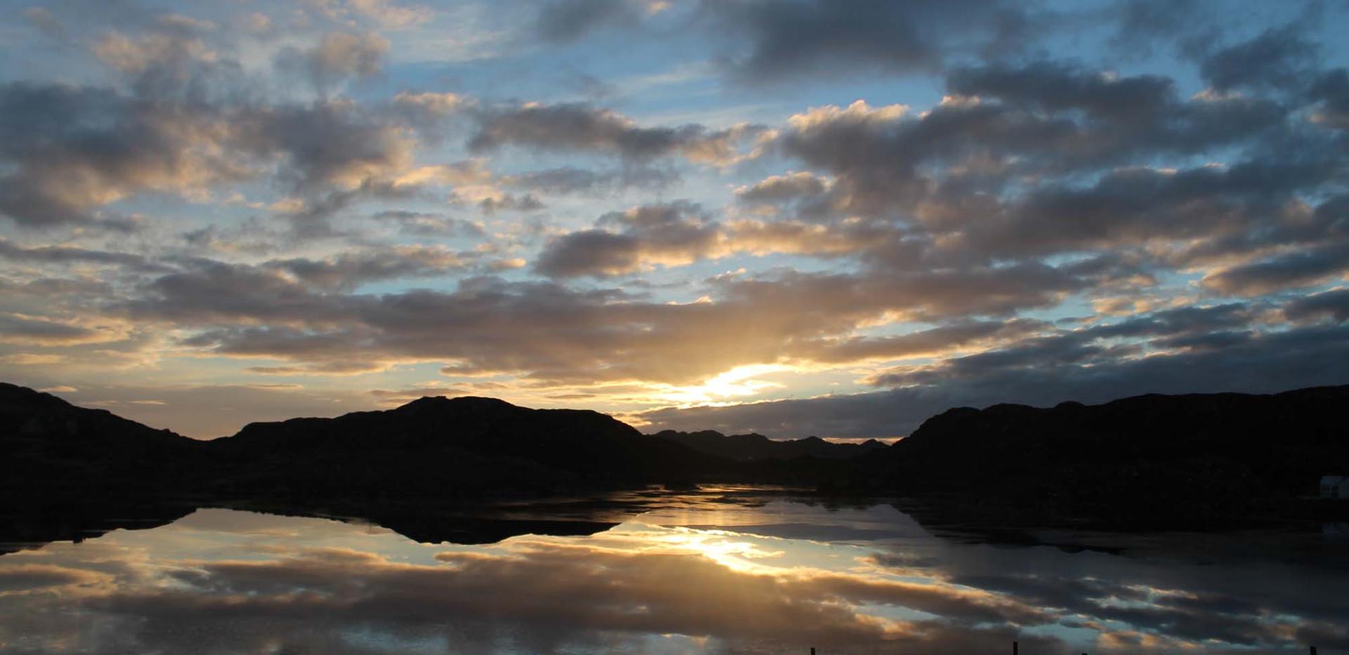 Loch Cromore sunrise NY001.jpg