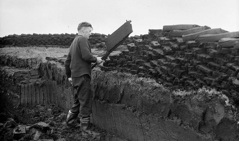 Shetland Peat Cutting