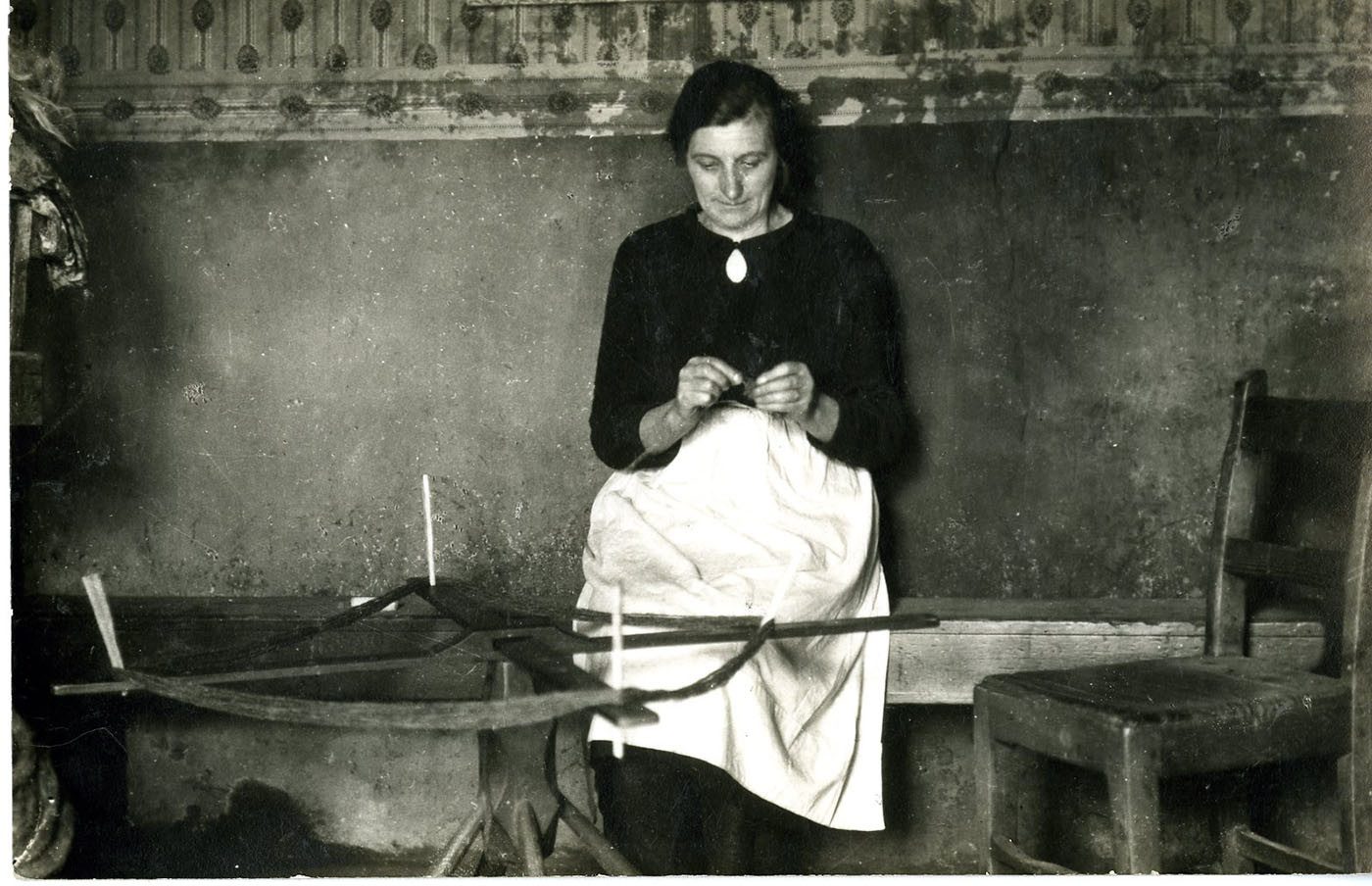 Warping yarn for the looms