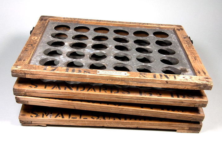 Egg grading tray