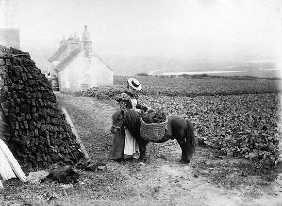 PR00097 lady with straw hat.JPEG