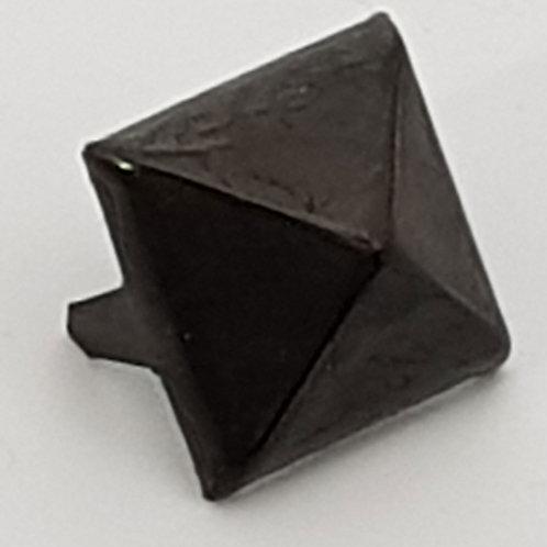 Pyramid  Stud Black