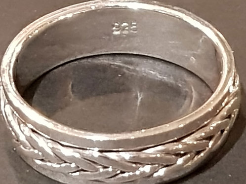 Twist Knot Middle Band Ring