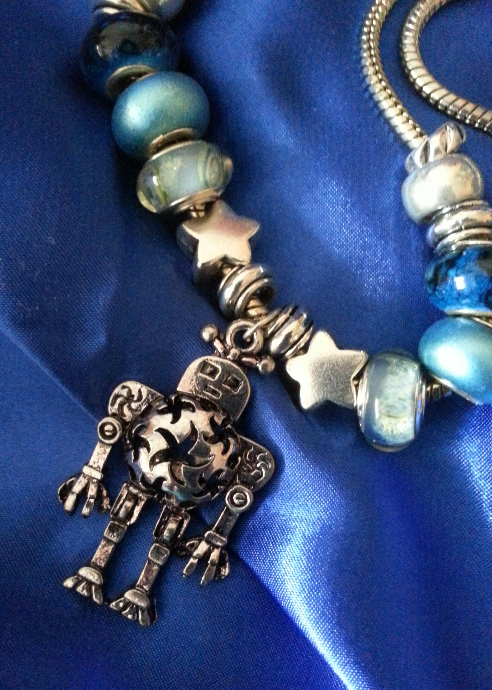 Silver & Blues 'Bot Beauty closeup N