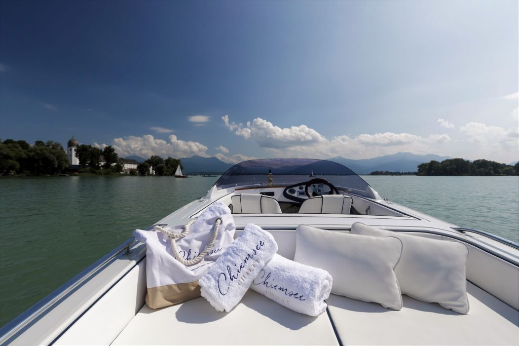 chiemsee-chalet-elektroyacht-fraueninsel