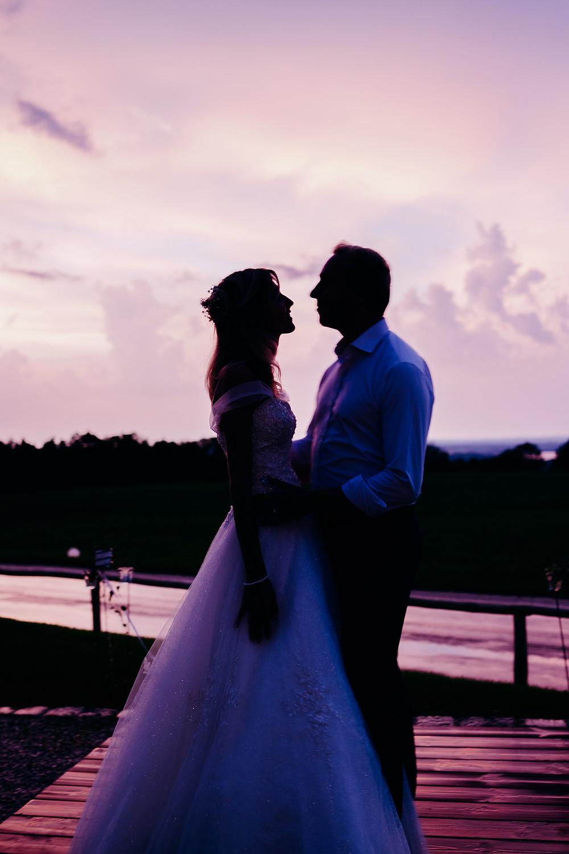 Hochzeitstag mit Sonnenuntergangsstimmung