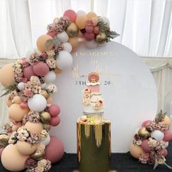 Circle Arch and Organic Balloons