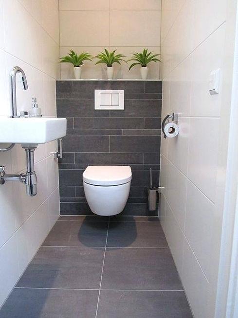 toilet met stroken op de achterwand Geve