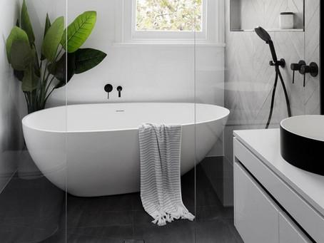 12 Badkamers met een (half) vrijstaand bad