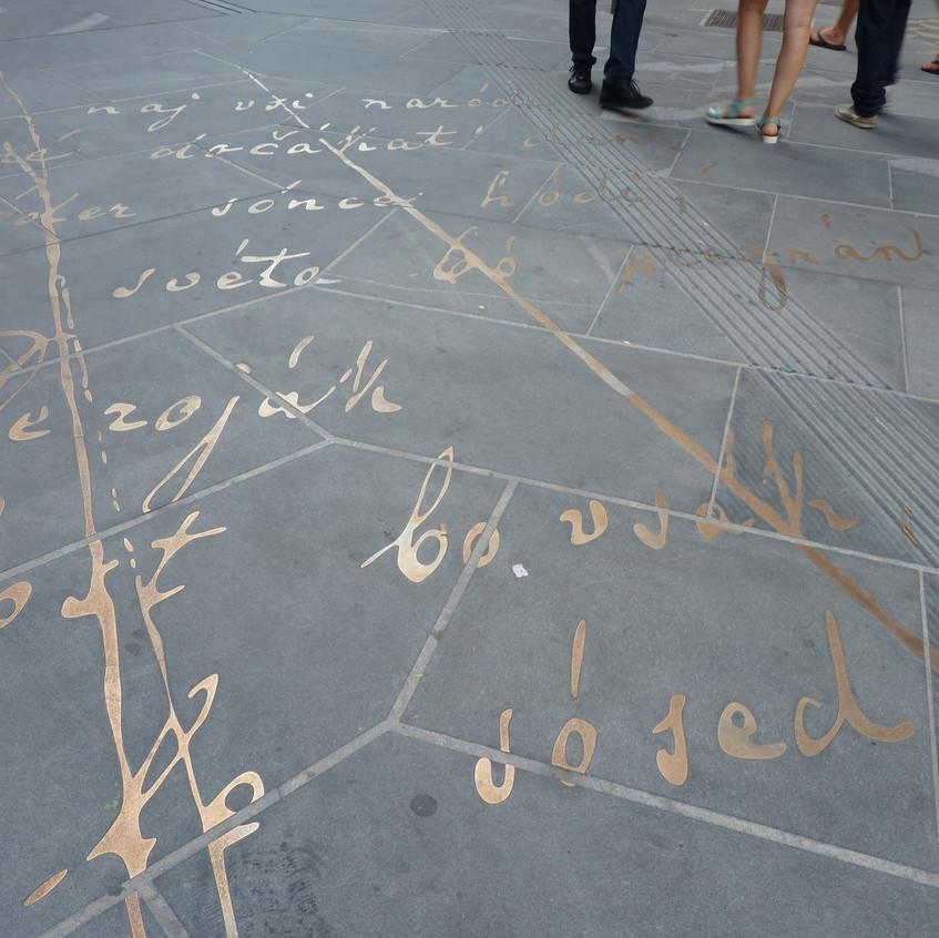 Poema escrito en el suelo