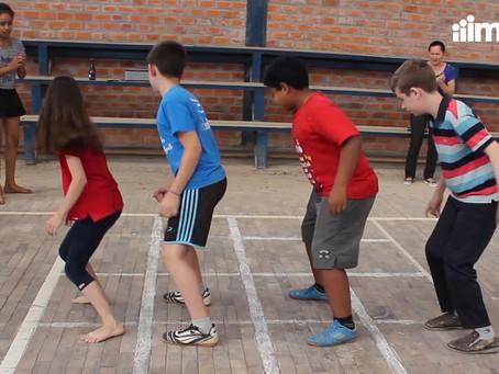 Amarelinha Africana da Impare Educação: vamos brincar e cantar juntos?