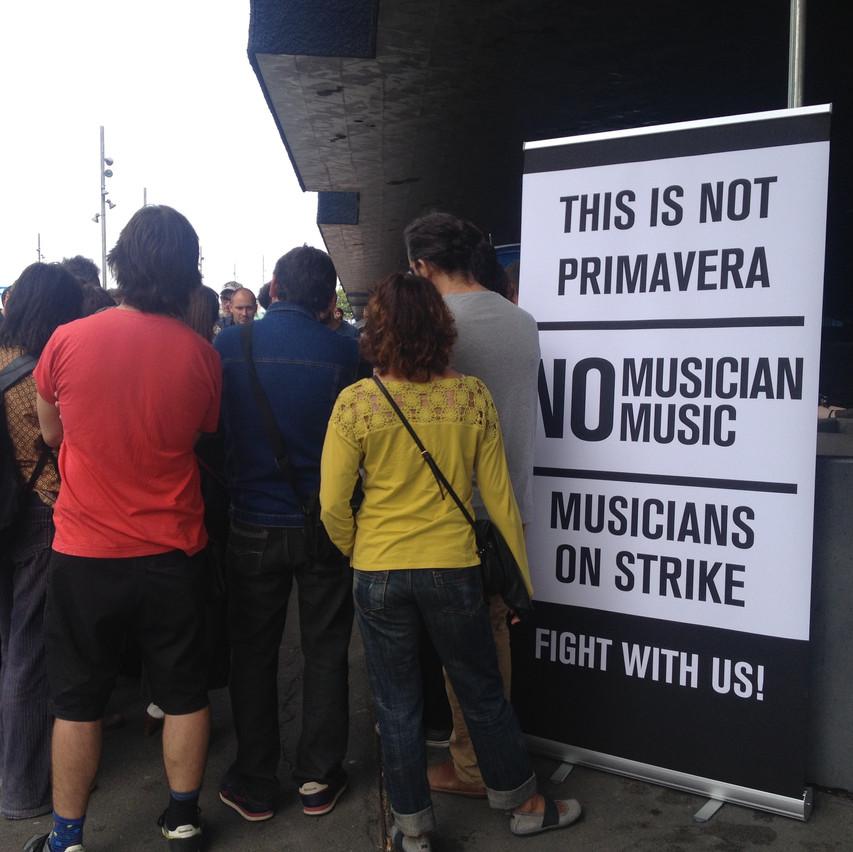 Músicos locales protestando