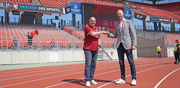 B&M Marketing Geschäftsführer Stefan Müller und 1.FCN Vorstand Niels Rossow im Max-Morlock-Stadion