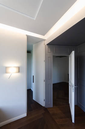 L'ingresso alla camera padronale e la cabina armadio