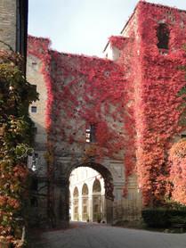 Villa Imperiale, scorcio della facciata roveresca