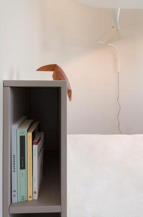 Camera da letto, dettaglio della testata
