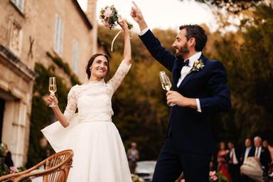 L'arrivo degli sposi davanti alla facciata dell'ala sforzesca  Foto: Giacomo Terracciano Wedding Photographer