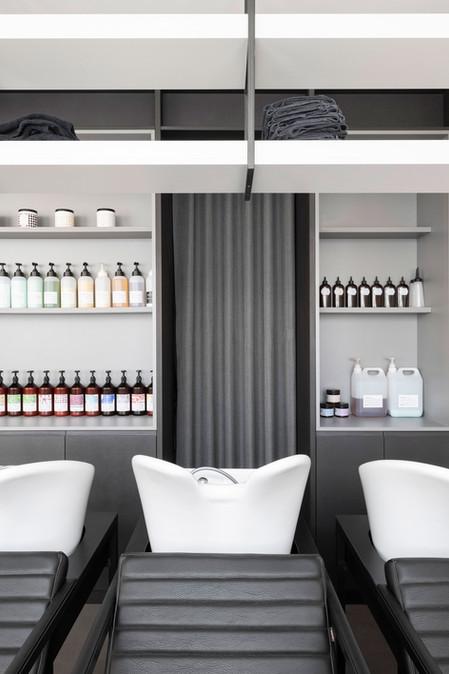 Zona lavaggio, materiali e tessili sulla gamma del grigio e nero