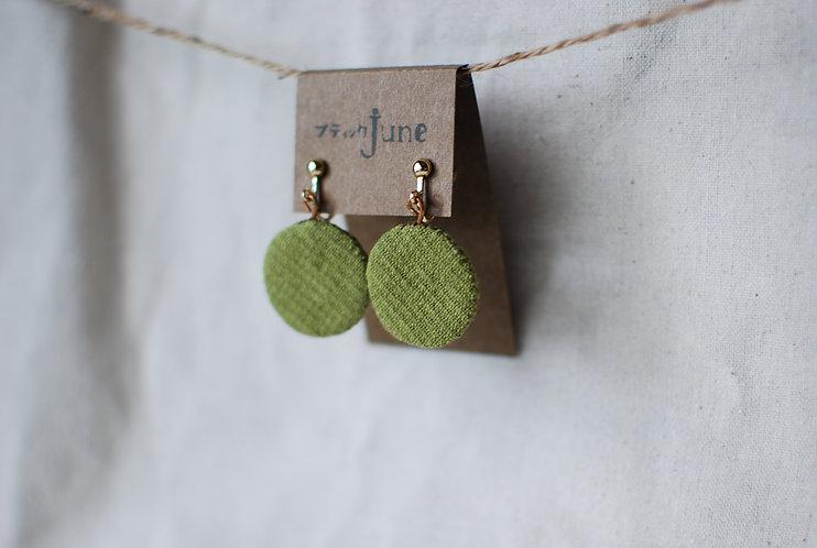 保多織イヤリング 丸型 手縫いチャーム 香川の伝統工芸品「保多織」を使っています*