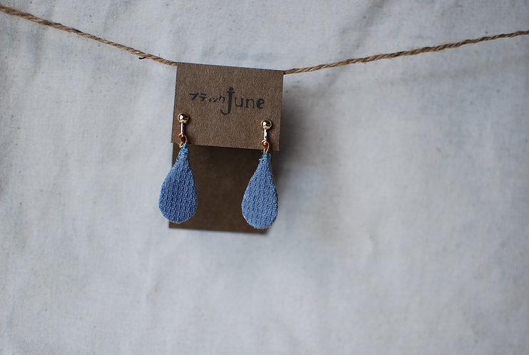 保多織イヤリング 雫型 手縫いチャーム 香川の伝統工芸品「保多織」を使っています*