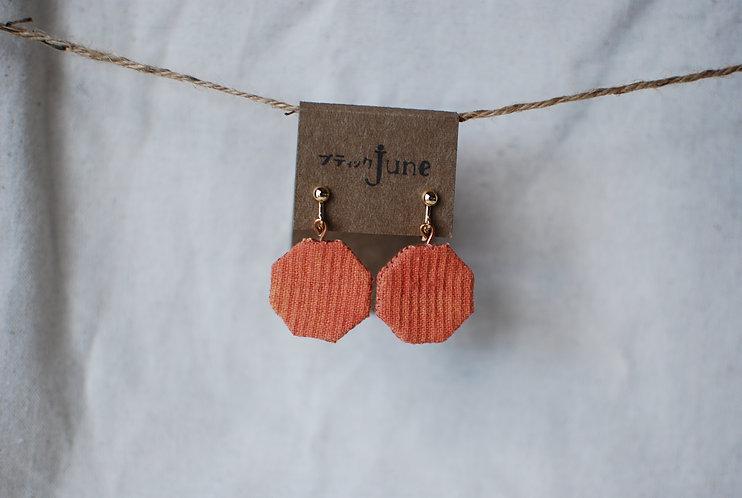 保多織イヤリング 六角形 手縫いチャーム 香川の伝統工芸品「保多織」を使っています*