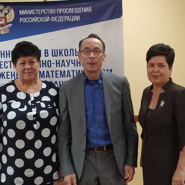 С Пентиным А.Ю., заведующим центром естественнонаучного образования Института стратегии развития образования РАО