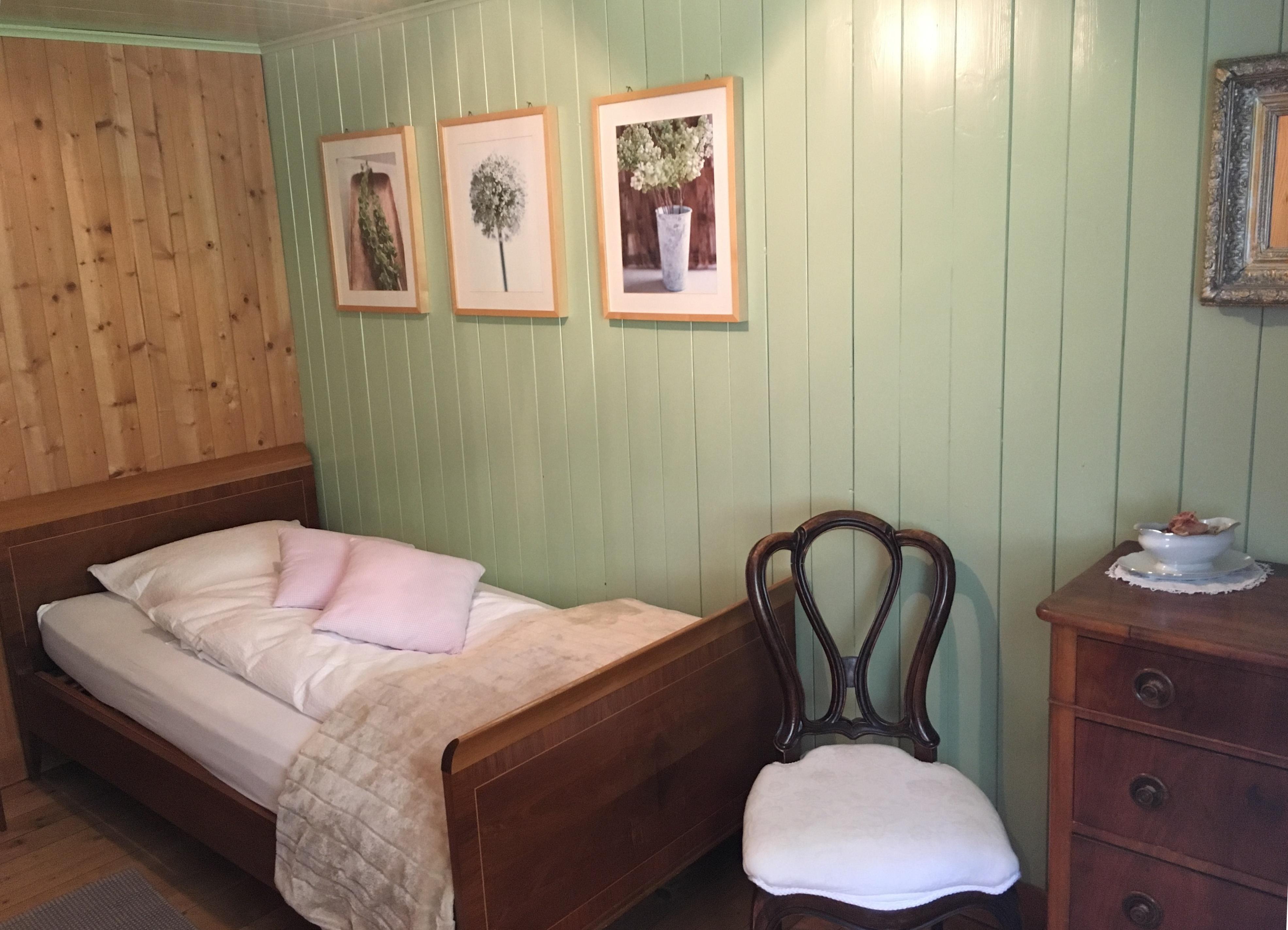 Kleines Zimmer mit Einzelbett