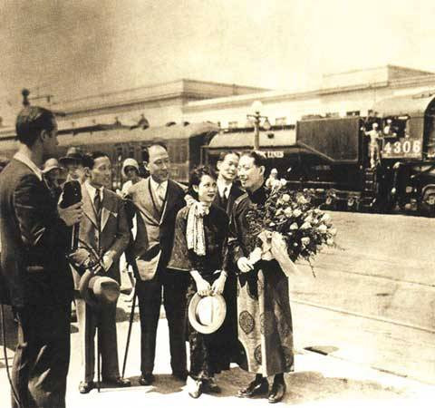 Mei Lanfang welcomed at Los Angeles Airport in the U.S.