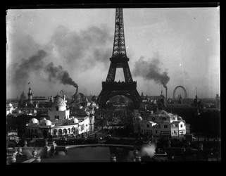 The World's Fair in October 1900 (photograph by Eugène Trutat).