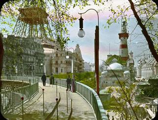 Paris Exposition: moving sidewalk, Paris, France, 1900.