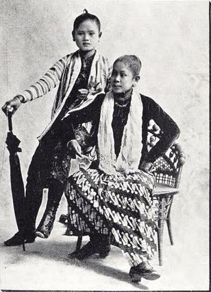 """Two Korean Girls."" Buel, J.W. Magic City. St. Louis: Historical Publishing, 1894."