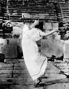 Isadora Duncan. Photo courtesy of the Isadora Duncan Dance Foundation, Lori Belilove, Artistic Director, New York, NY.