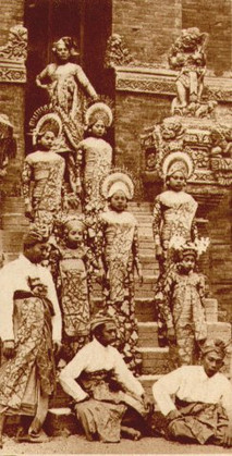 """Musicians and dancers from Bali on the steps of the former Dutch West Indies."""