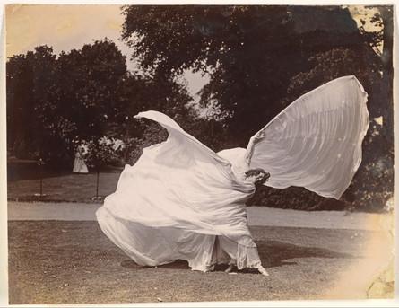 Loïe Fuller Dancing