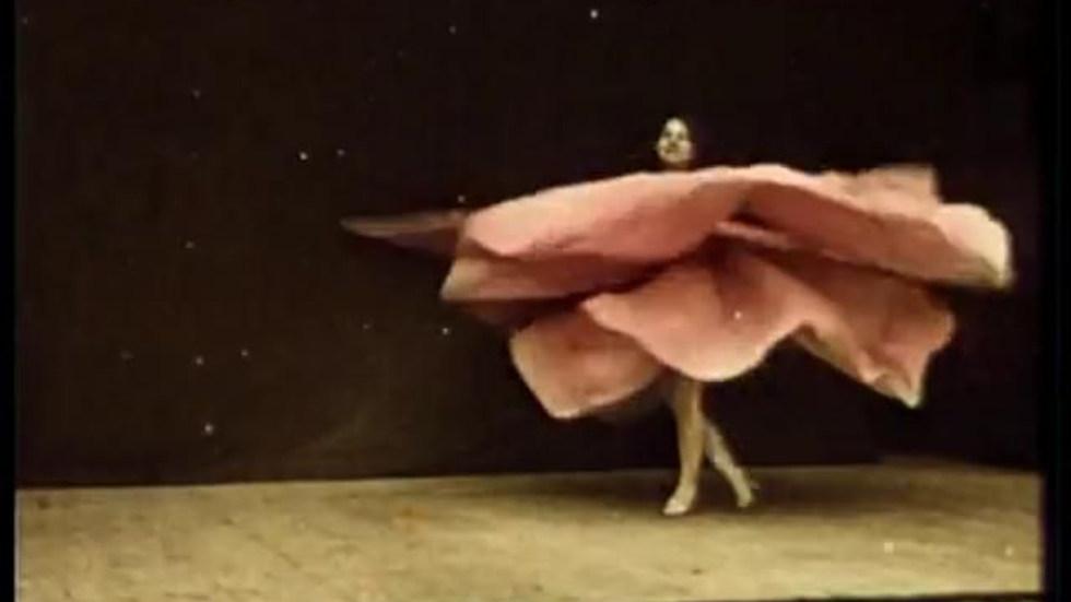 "Loïe Fuller's ""Serpentine Dance"" at the Exposition Universelle Paris 1900"