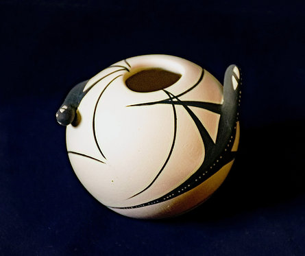 Black and White Pottery